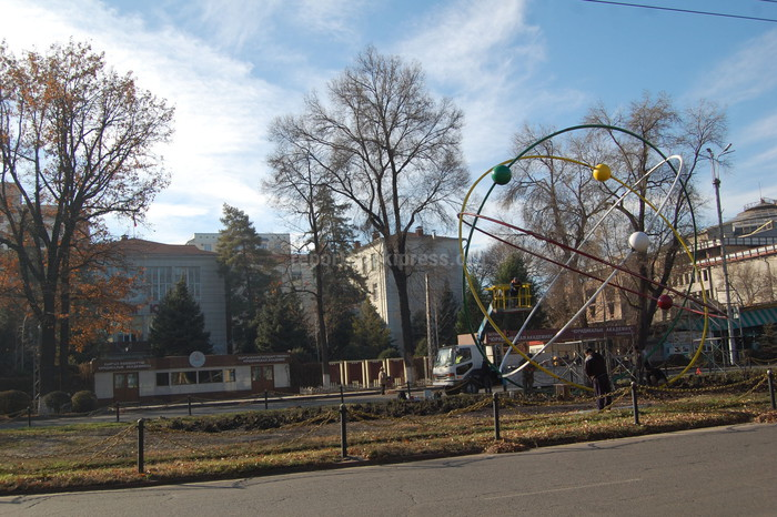 Фото — Обновленная «Планетарная модель атома» у Академии наук в Бишкеке